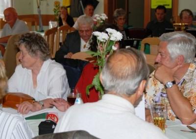 2009 – Auch Alt- und Ehrenobmann Schön (Bildmitte) war beim Fest dabei
