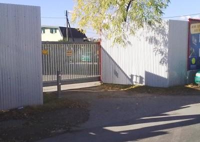 """2010 – Einfahrt in den """"Parkplatz Siemensstraße"""" mit neuen Seitenwänden"""