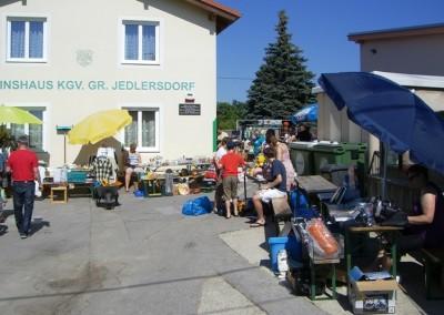 2012 - Im Juni fand am Vereinsplatz der erste Flohmarkt statt